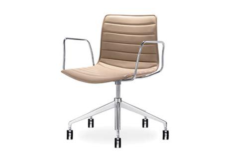 catifa 46 bureaustoel catifa 46 5 ways swivel aluminium by arper stylepark