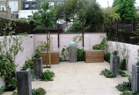 garden with concrete planters water feature and polished concrete floor simon scott landscaping