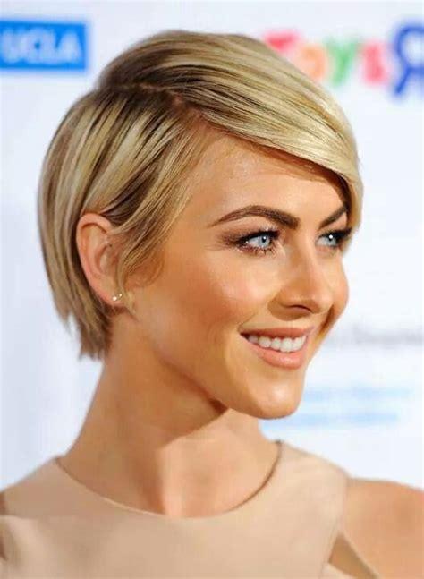 julianne hough growing out pixie long pixie cut hair beauty pinterest coupe 224 la