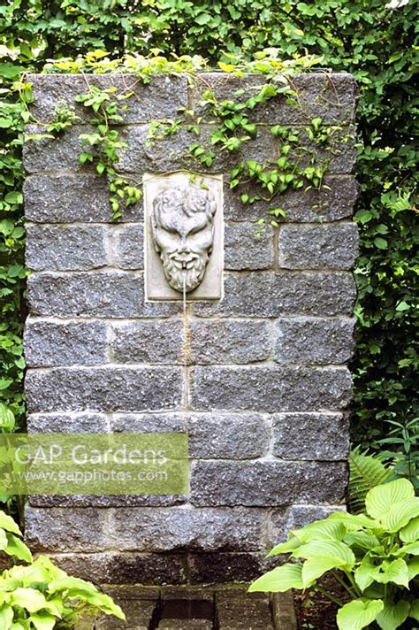 gap gardens decorative water spout image no 0089413