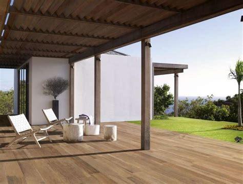 pavimento in finto legno pavimento in finto legno per esterni soluzione di stile e