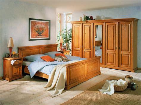 schlafzimmer massiv einrichten schlafzimmer einrichtung bett schrank nachtkonsole fichte