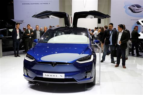 tesla security tesla model x major security flaw trunk reportedly opens