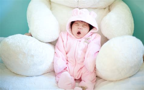 cute baby yawning wallpapers hd wallpapers id