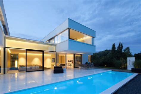 Home Plans With Interior Courtyards by Villa Contemporaine Luxueuse En Bavi 232 Re Archiboom L
