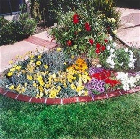 piccole aiuole fiorite bordi per aiuole giardino fai da te