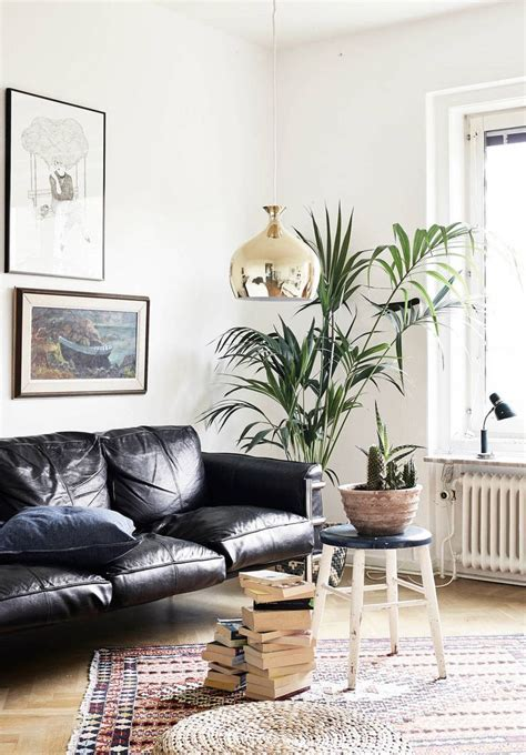 Living Room With Black Sofa How To Decorate A Living Room With A Black Leather Sofa Decoholic