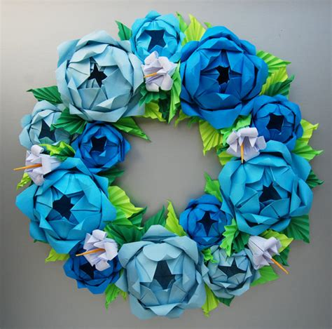Paper Roses Origami - blue origami paper wreath with green leaves