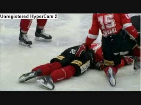 nhl player heart attack on bench hockey player suffers cardiac arrest youtube