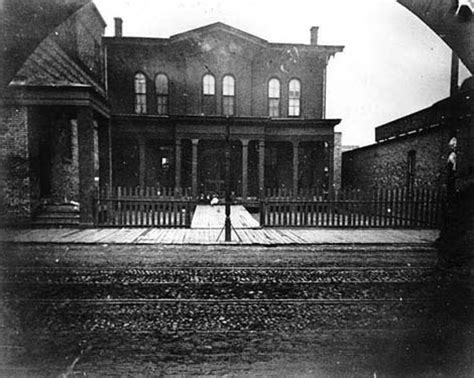 haunted house chicago haunted chicago paranormal investigator names 5 of the city s most haunted hotspots