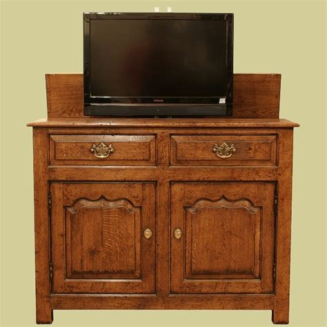 Oak Tv Cabinet With Doors Ogee Panelled Oak Tv Cabinet Door Detail