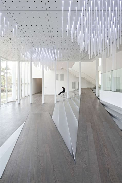ceilings and lighting for painting exhibition hall interior white block gallery architizer