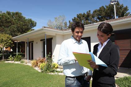 ab wann darf sich privat versichern immobilienmakler informationen f 252 r einen verkauf