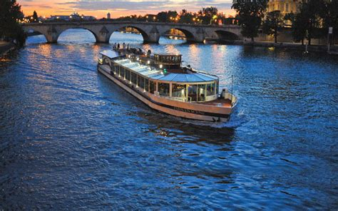 bateau mouche stations cultural events shakespeare 450