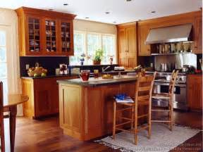 Floor Cabinets For Kitchen Pictures Of Kitchens Traditional Light Wood Kitchen Cabinets Kitchen 140