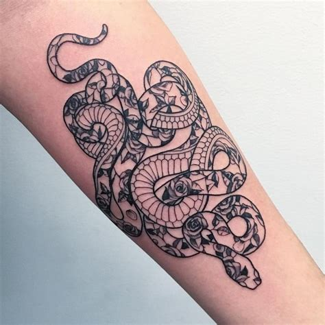 snake and rose tattoo meaning de 25 b 228 sta id 233 erna om snake hittar du bara p 229