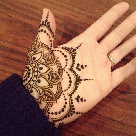simple chic mehendi designs    palm   stylish