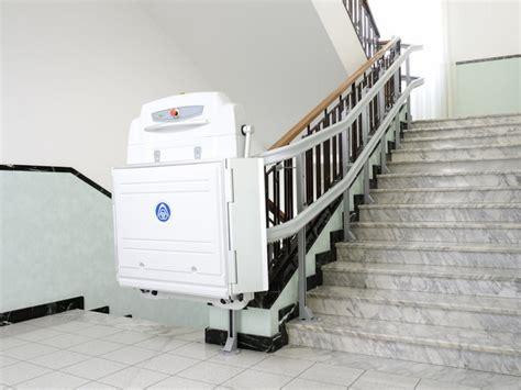 pedana mobile per disabili montascale a piattaforma supra per scale curve ceteco