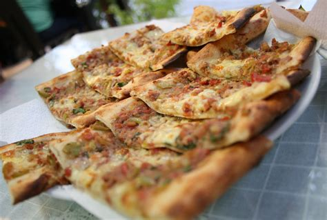 Turki Pita what is a pide sirkeci restaurants istanbul turkey