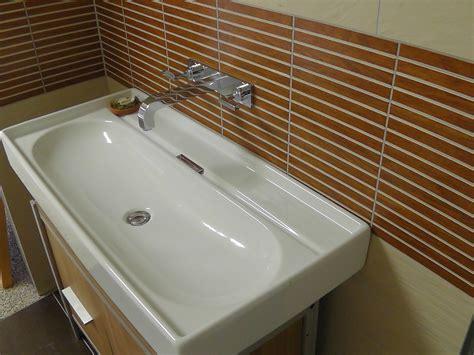 waschbecken mit schrank waschbecken ohne hahnloch mit unterschrank arcom center