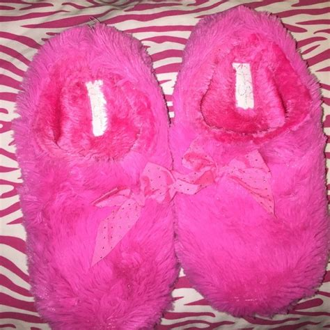 jessica simpson house shoes 25 off jessica simpson shoes jessica simpson hot pink fluffy slippers with bow from