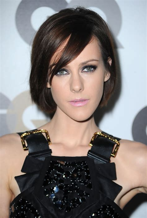woman best haircut for long and skiny face short hairstyles for long faces beautiful hairstyles