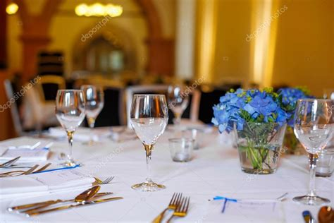 tavola apparecchiata per matrimonio tavola apparecchiata in e bianco per matrimonio o