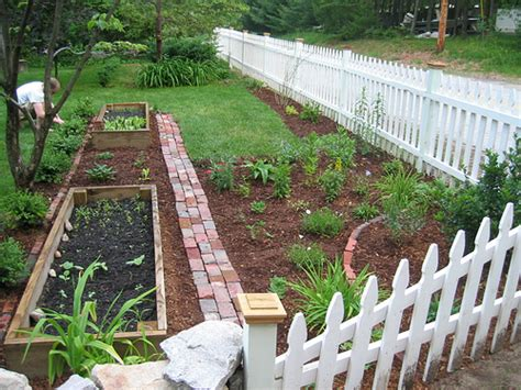 Vegetable Garden Ideas For Small Yards 3 Gardening Ideas For Front Yard You Can Try At Home