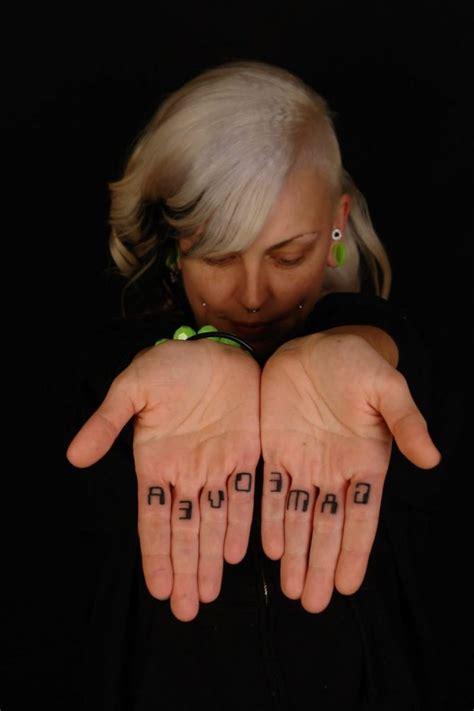 finger tattoo over time der neuste schrei finger tattoo 65 tattoo motive zum