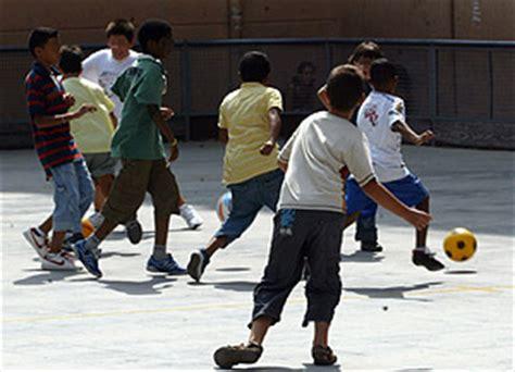 imagenes de niños jugando futbol en la calle tra para ni 241 os en fuencarral elmundo es