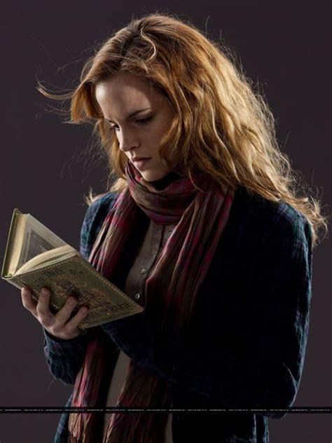 emma watson reading emma watson s favorite books favoriteof com
