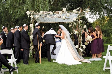 being a guest at a jewish wedding a guide my jewish jewish wedding traditions