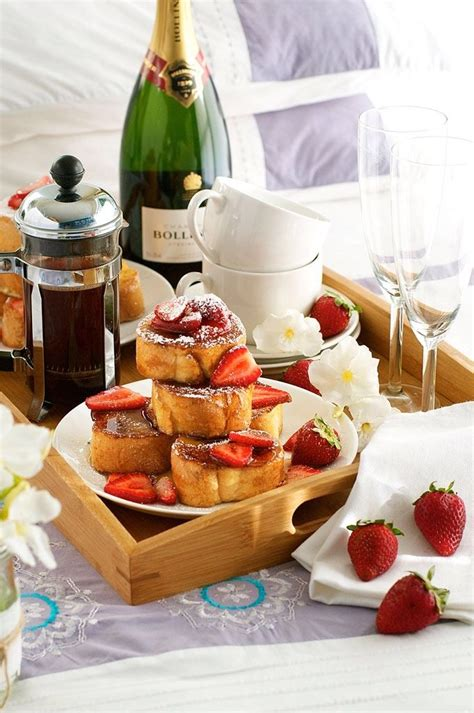 breakfast in bed ideas 25 best ideas about romantic breakfast on pinterest