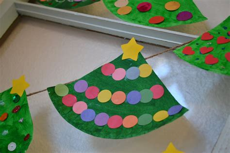 real life one day at a time paper plate christmas tree