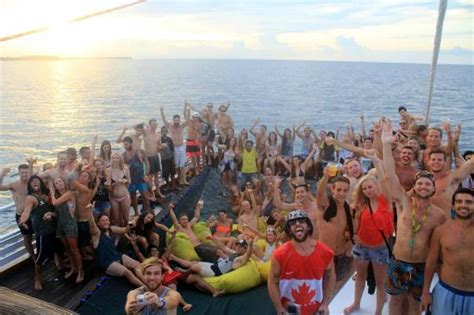 jiggy boat party bali chilling in the sun bild fr 229 n jiggy boat party gili