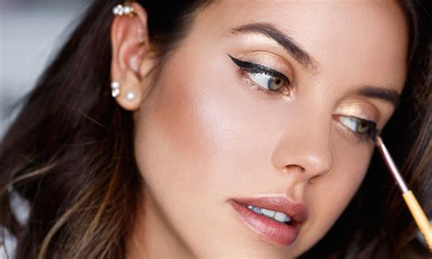 8 Ways To Get Makeup To Last Longer by 5 Ways To Make Your Makeup Last Longer