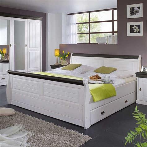 schlafzimmer landhausstil weiss bett pisino in wei 223 im landhausstil i wohnen de