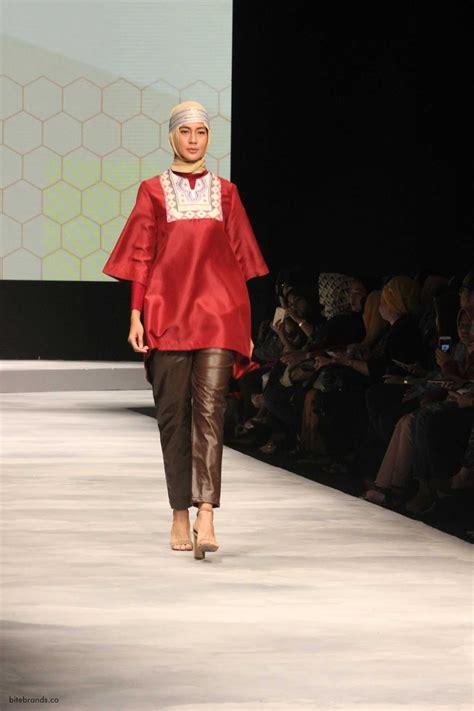 Sepatu Fashion Korea Original Nyz 100 Asli Impor elhijab pamerkan koleksi terbaru lewat fashion show