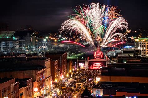 new years in nashville holidays pyro shows