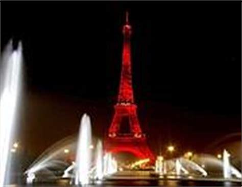 torre eiffel di notte illuminata parigi 171 spegne 187 la torre eiffel corriere della sera