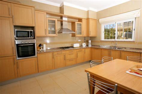 downsized appliances light wood cabinetry and a large open der schallschutz beim kastenfenster 187 aufbau funktion