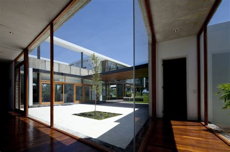 patio interior medidas casa 2v diez muller arquitectos tecno haus casas