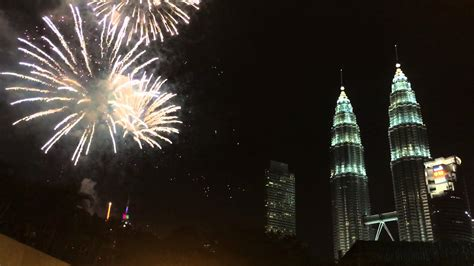 new year hers malaysia new year s countdown 2016 magnificent fireworks at