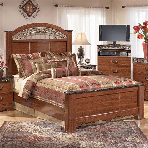 fairbrooks estate poster bedroom set fairbrooks estate poster bed furniturepick bedroom ideas