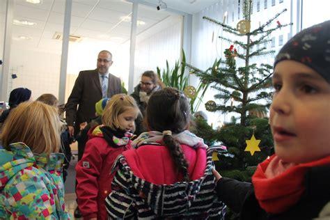 vr bank wesseling öffnungszeiten die klasse 1b schm 252 ckt den weihnachtsbaum der vr bank