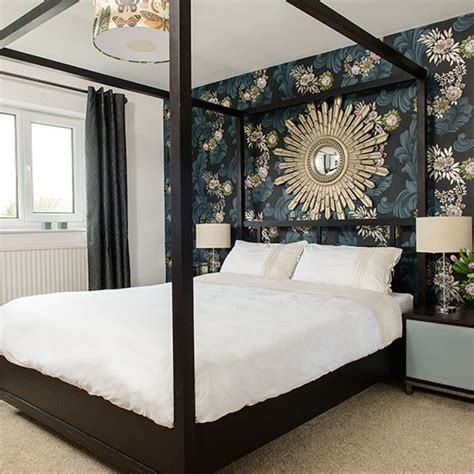 Bedroom Decorating Ideas With Four Poster Bed Bold Floral Bedroom With Four Poster Bed Bedroom
