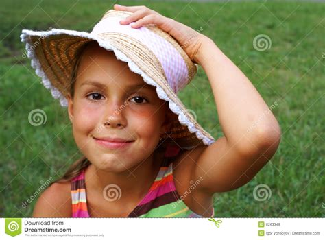 preteen photo preteen girl in straw hat royalty free stock photos