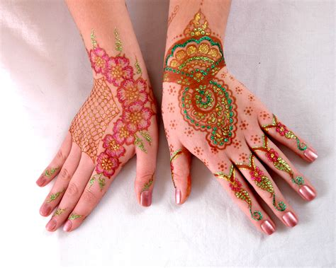 henna tattoos glitter and black tattoos entertainers glitter mehndi india pakistan mehndi design