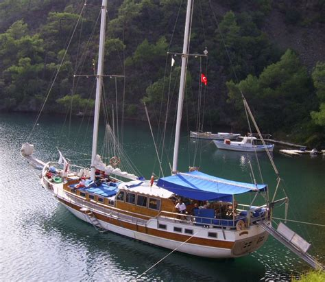 boat hotel definition trg tours