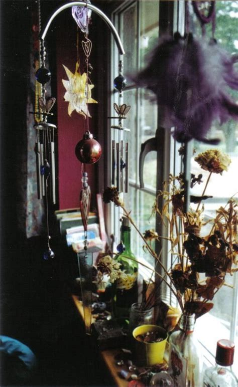 Window Sill Displays I This Eclectic Window Display I T Seen A